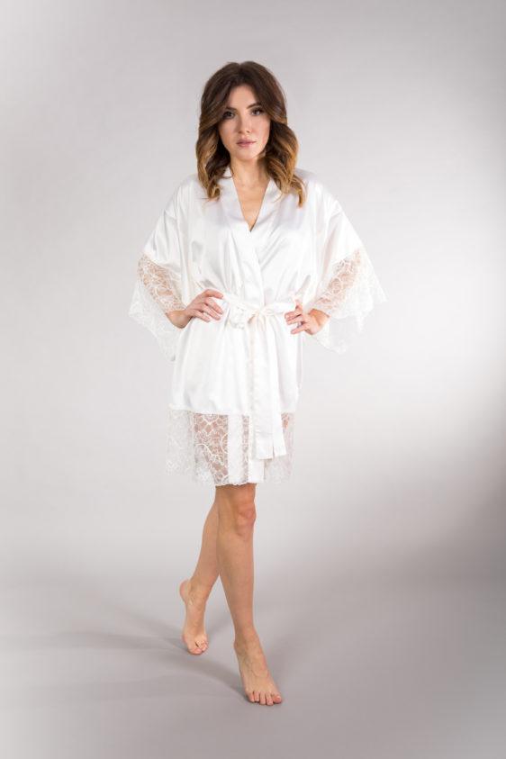 zmysłowe białe kimono