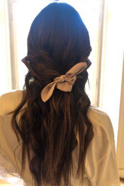 Satynowa gumka do włosów z uszami